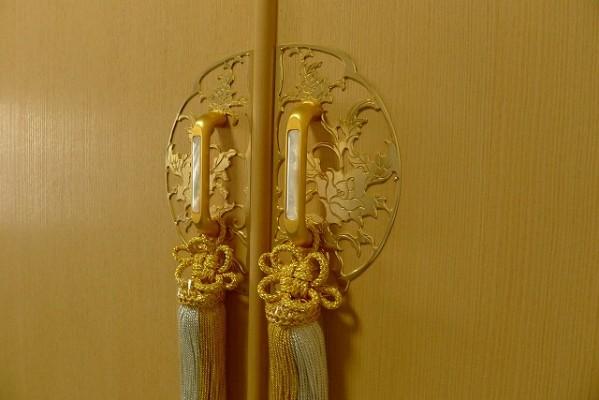 上品な前飾り金具