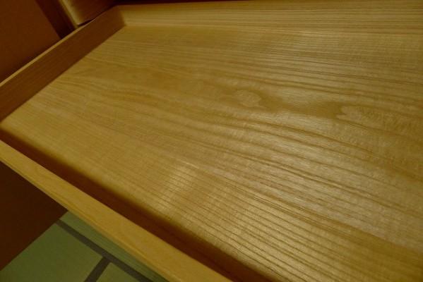 大阪泉州桐箪笥天地丸衣装箪笥のお盆の良質な桐材