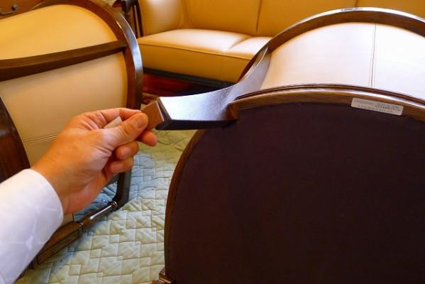 カリモク家具 最上級ブランド ドマニのQUEENS LIFE(クィーンズ ライフ)WPQ610X331木部は、ヒッコリーブラウン色でロイヤルベージュの革