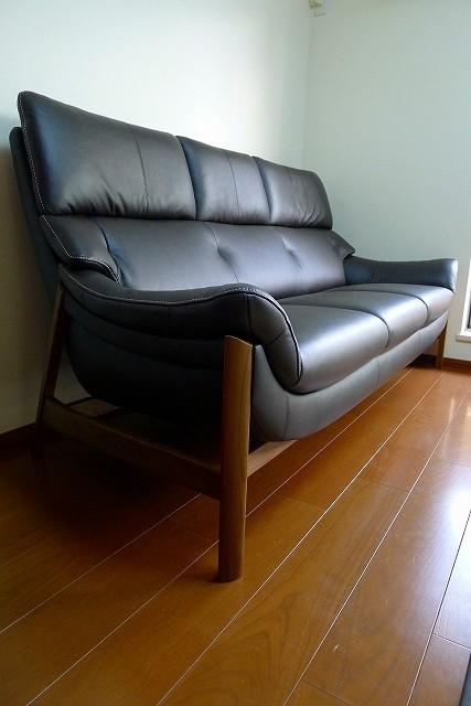 カリモク家具のZU6253R353のソファーのリーベルショコラブラウン革