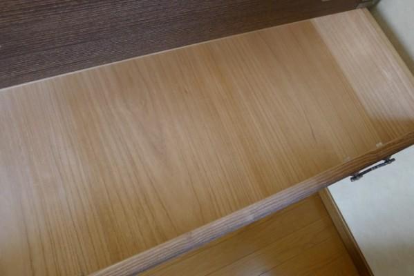 大阪泉州桐箪笥の焼桐柾目時代箪笥 美しい引出しの底板