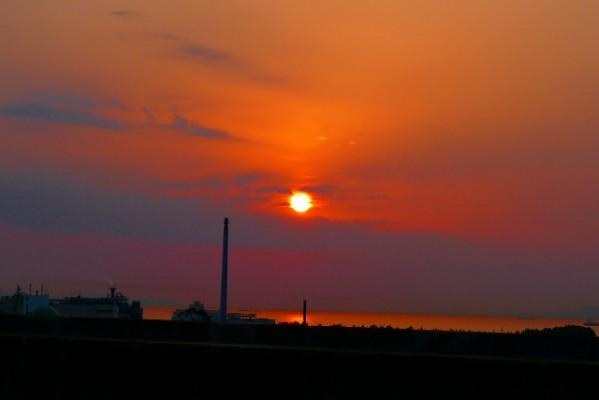 阪神高速17号湾岸線から写した夕日