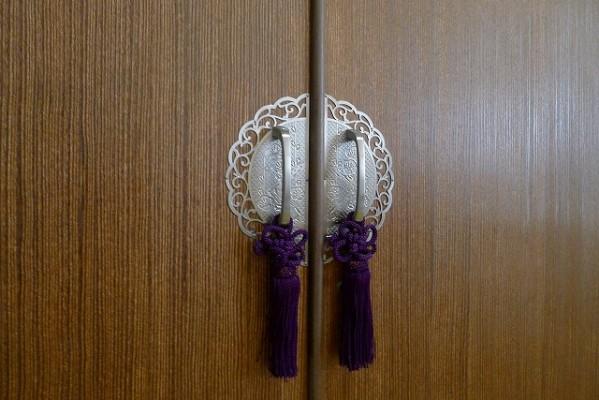 大阪泉州桐箪笥 天丸盆六入り衣装箪笥の前飾り