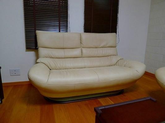 貝塚市のH様にカリモクのソファー(ZT6812)をお届けいたしました。
