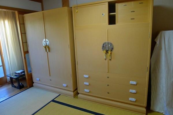 大阪泉州桐箪笥 最高級胴厚天地丸七宝台衣装箪笥と揃えの洋服箪笥と仕込みから箱