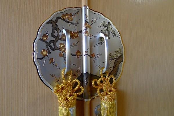 大阪泉州桐箪笥 最高級胴厚天地丸七宝台衣装箪笥の前飾り金具