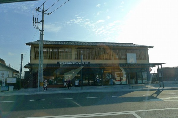 島根県の出雲四大社前のスターバックスコーヒー全景