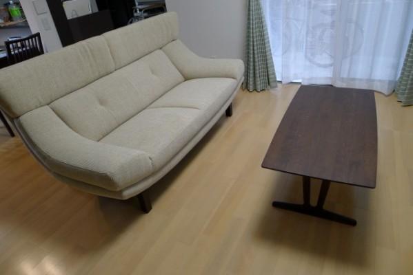 尼崎市のH様にkarimoku家具ソファーをお持ちいたしました。