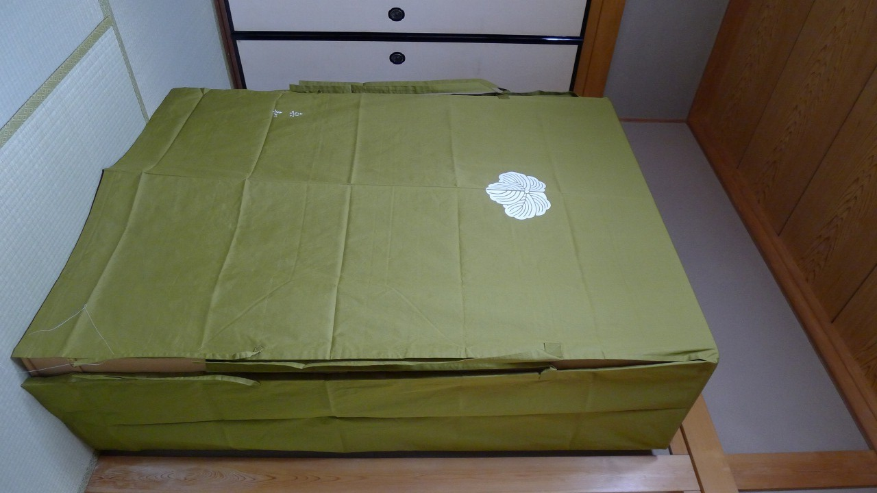 大阪泉州桐箪笥の胴丸和紙金具衣装箪笥と油単 2