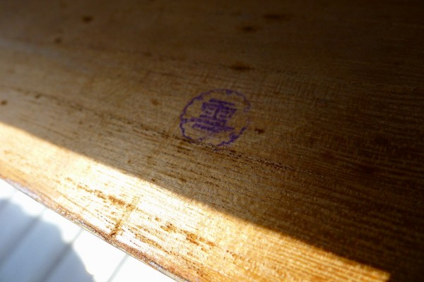 桐箪笥の洗い前の小袖の箪笥の判子 雪