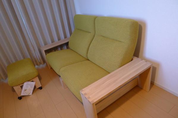 貝塚市のM様にkarimoku家具リクライニング付きソファーをお持ちいたしました。