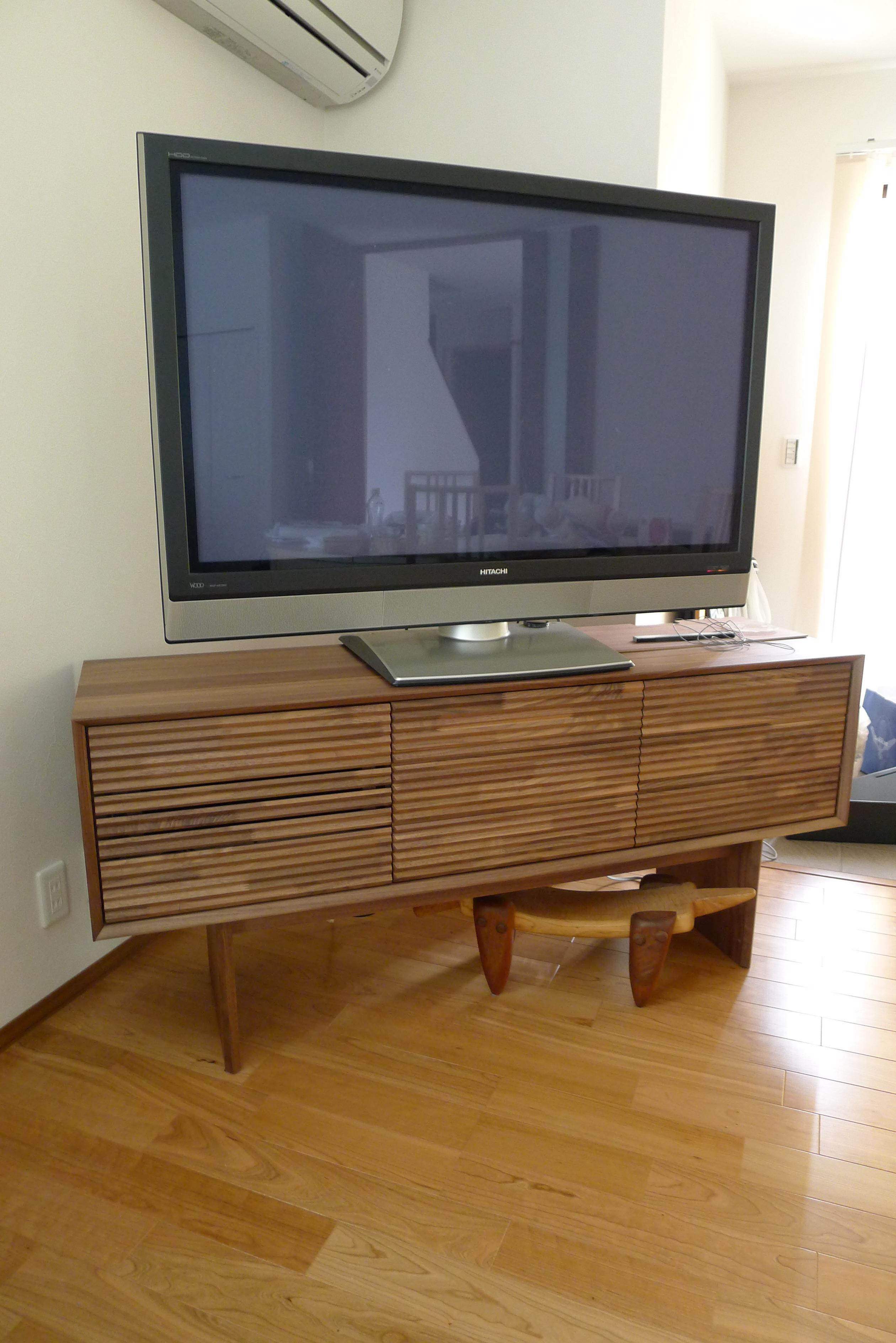 和泉市のS様にカリモク家具ソリッドボードQT5037XR-Yをお届けいたしました。