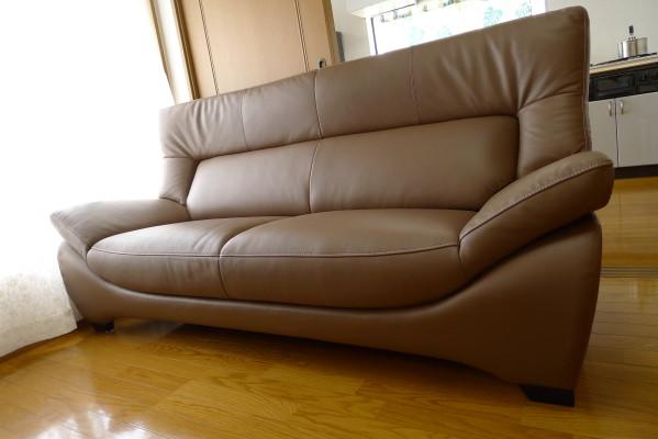 和泉市のT様にカリモク家具と紫檀の整理箪笥他の家具をお届け致しました。