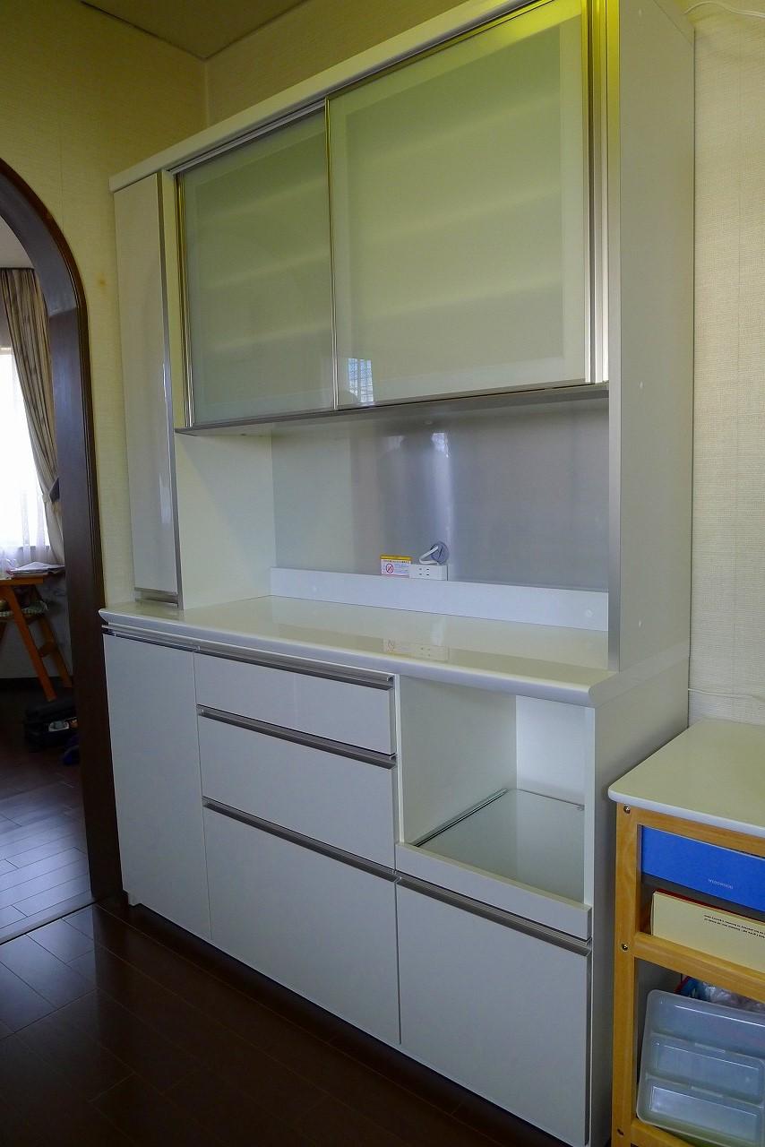 熊取町のS様にパモウナの食器棚をお届けいたしました。