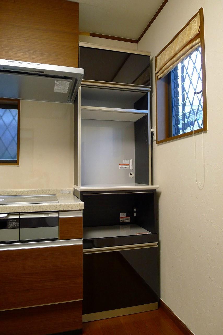 岸和田市のA様にAYANO食器棚をお届けいたしました。