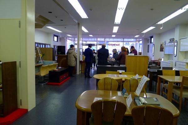 初音のショールームに大阪泉州桐箪笥の見学に来られました。