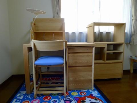 泉佐野市のU様にカリモク家具の学習机をお届けいたしました。