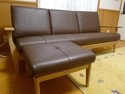 岸和田市のK様にカリモク家具のソファーをお届けいたしました。