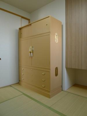 大阪泉州桐箪笥 すみれ型別誂え桐箪笥の斜め写真