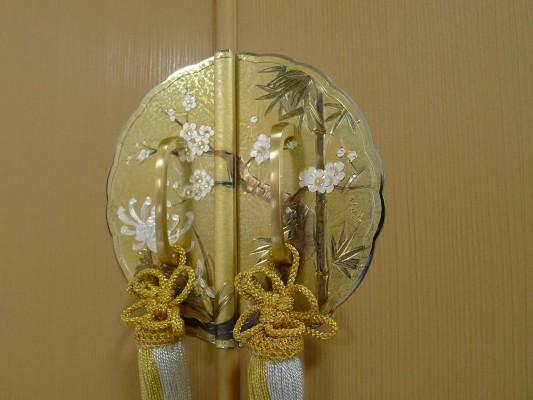 大阪泉州桐箪笥 すみれ型別誂え桐箪笥の四君子和紙前飾り