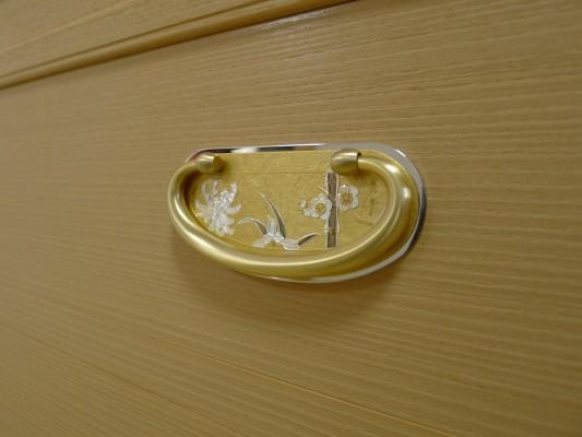 大阪泉州桐箪笥 すみれ型別誂え桐箪笥の引出し金具