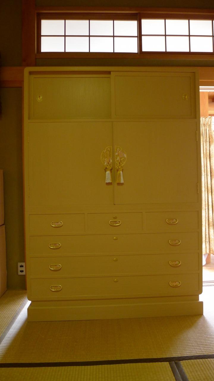 和歌山のK様に初音の天地丸衣装桐箪笥をお届けいたしました。