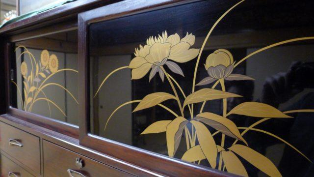 大阪 堀江 松山家具の高級紫檀タンスの蒔絵