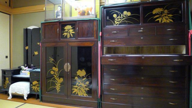大阪 堀江 松山家具の高級紫檀タンスの3本揃え