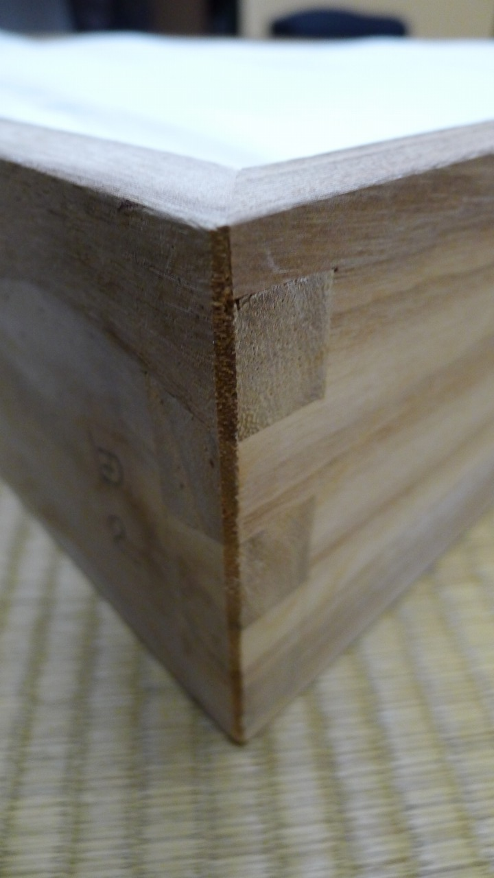 大阪 堀江 松山家具の高級紫檀タンスの手組み蟻組み