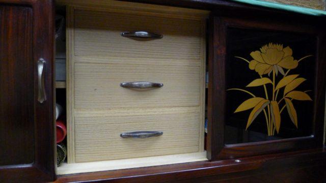 大阪 堀江 松山家具の高級紫檀タンスの上置き内部