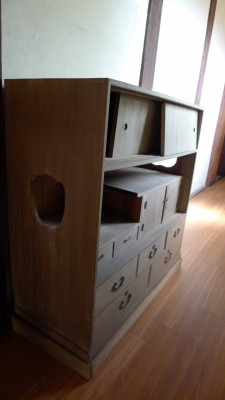桐洗い修理の桐の和棚