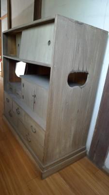 洗い修理依頼の桐和棚です。