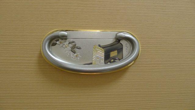 大阪泉州桐箪笥 胴丸型総桐箪笥引出し金具