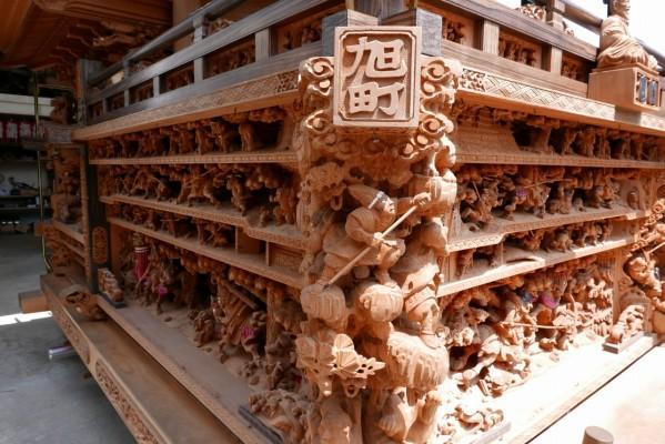 春木旭町だんじりの左側斜めからの彫り物
