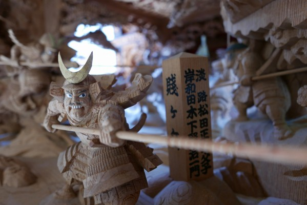 春木旭町だんじりの見送りし賤ヶ岳の彫り物