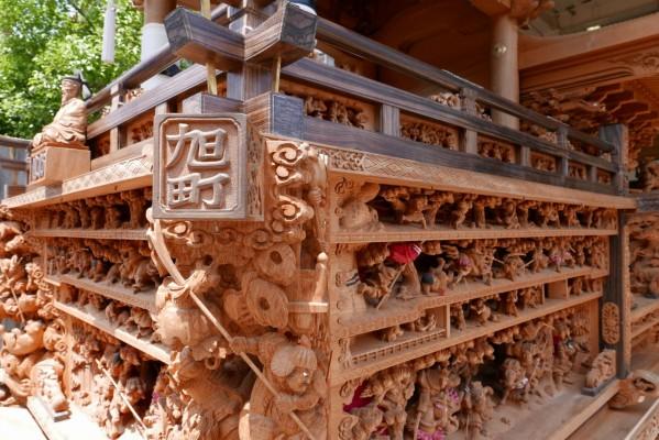 春木旭町だんじりの右側斜めからの彫り物