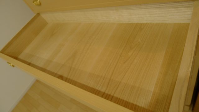 大阪泉州桐箪笥 こだわりの小袖衣装箪笥の内部