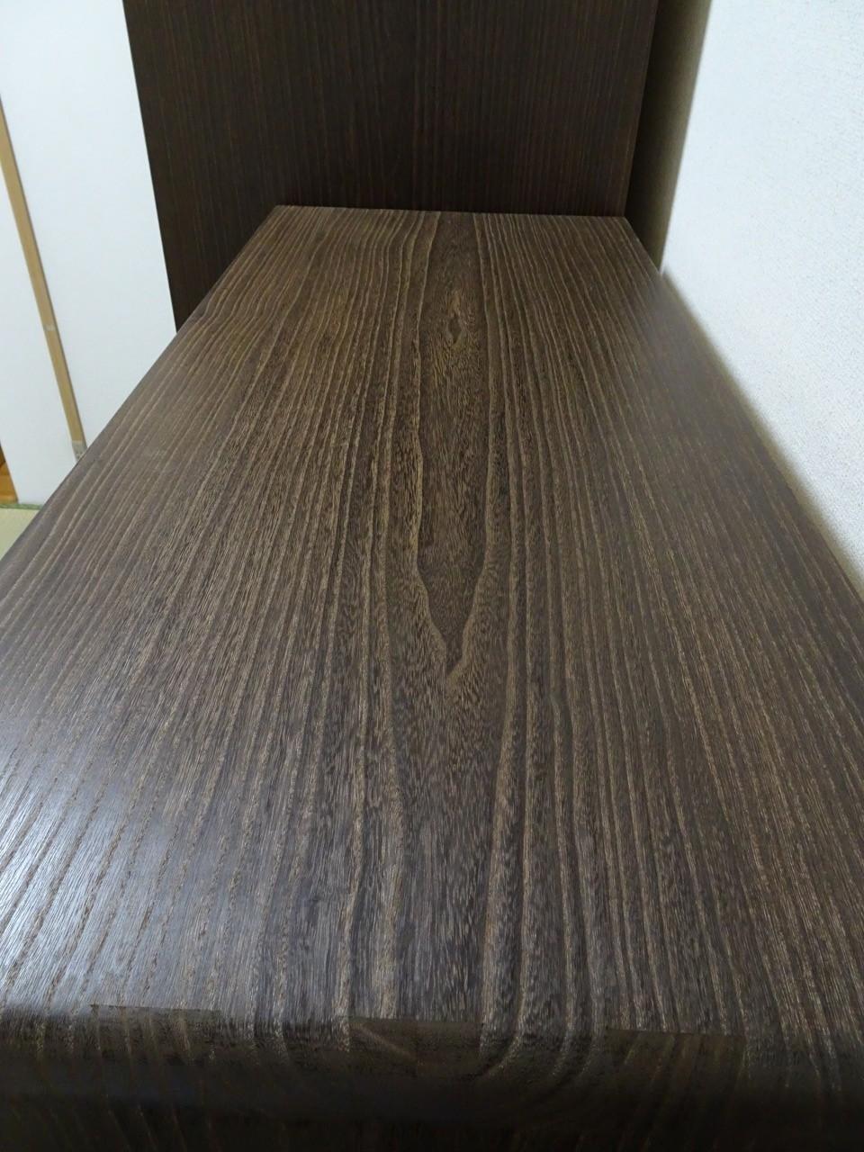 大阪泉州桐箪笥 焼桐天丸小袖箪笥の天板の杢目の拡大写真