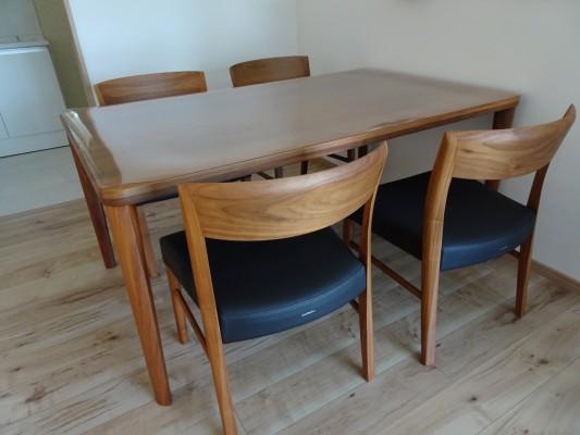 品番:カリモクダイニングテーブル DU5325R, ダイニングチェアー CT5365R543