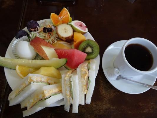 グリーン喫茶店のサンドイッチセットとコーヒー