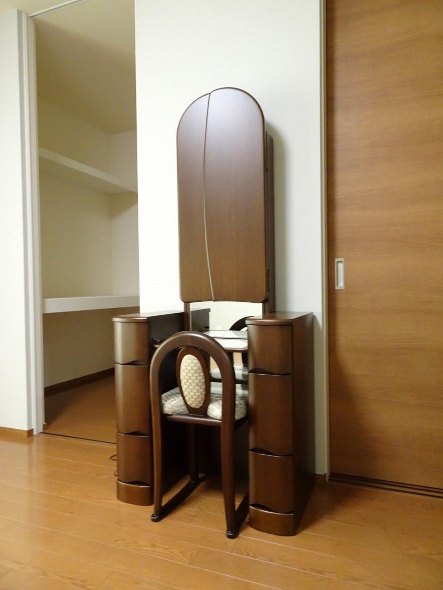 兵庫県のA様に鏡台をお届けいたしました。