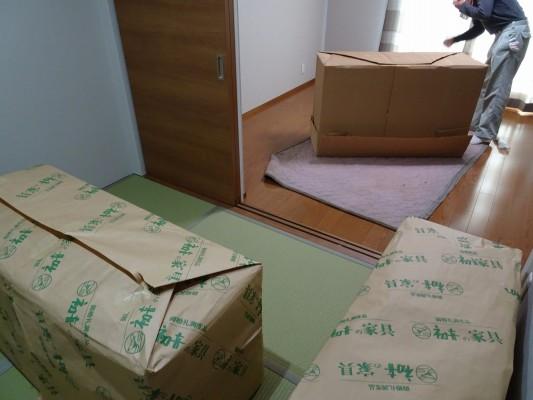 大阪泉州桐箪笥 胴厚一寸天地丸衣装箪笥の搬入
