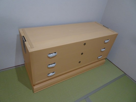 大阪泉州桐箪笥 胴厚一寸天地丸衣装箪笥の下台