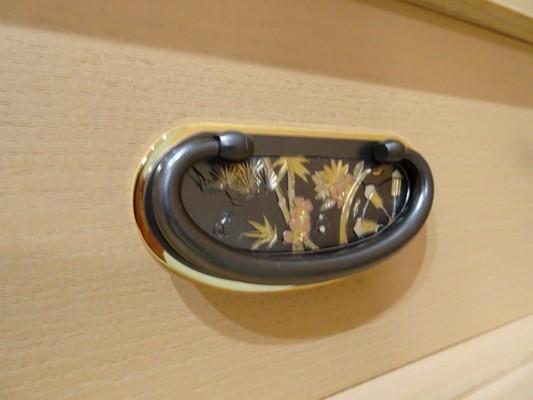 大阪泉州桐箪笥 胴厚一寸天地丸衣装箪笥の金具3