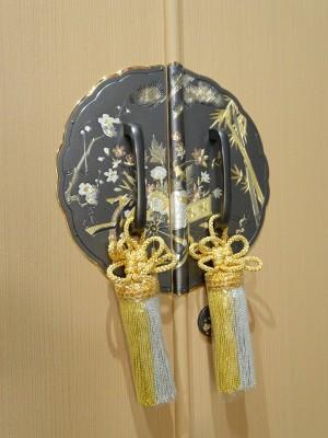 大阪泉州桐箪笥 胴厚一寸天地丸衣装箪笥前飾り金具