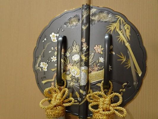 大阪泉州桐箪笥 胴厚一寸天地丸衣装箪笥の前飾り金具2