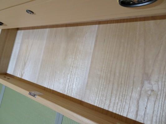 大阪泉州桐箪笥 胴厚一寸天地丸衣装箪笥の引出し内部の桐2