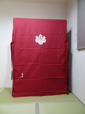 大阪泉州桐箪笥 胴厚一寸天地丸衣装箪笥のエンジの油単