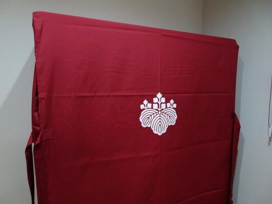 大阪泉州桐箪笥 胴厚一寸天地丸衣装箪笥のエンジの油単1