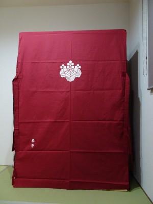 大阪泉州桐箪笥 胴厚一寸天地丸衣装箪笥のエンジの油単2